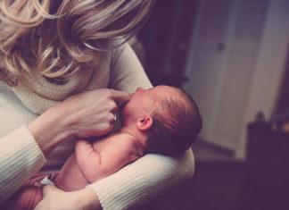 Jak wybrać odpowiednie mleko modyfikowane dla noworodków i niemowląt?