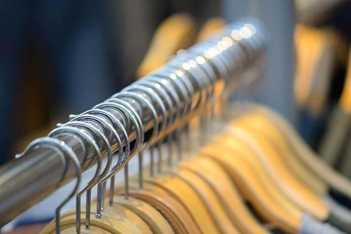 Gdzie kupować tanio modne ubrania?