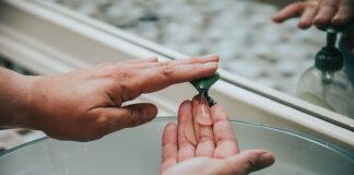 Dozowniki do dezynfekcji rąk
